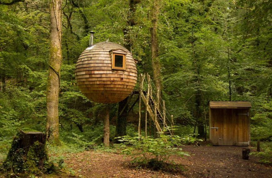 The 10 Best Treehouses in the UK for a 2021 Summer Staycay